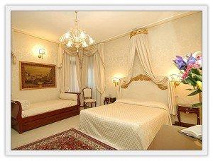 The beautiful bedroom at Ca'Bonvincini in Venice
