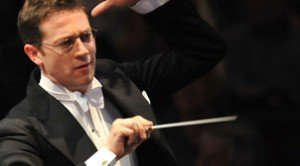 John Wilson conducts his orchestra in BBC Prom 49 - Rogers and Hammerstein