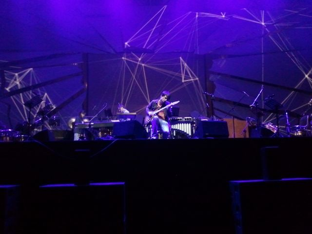 Jonny Greenwood coundchecks Reich's Electric Counterpoint in Krakow