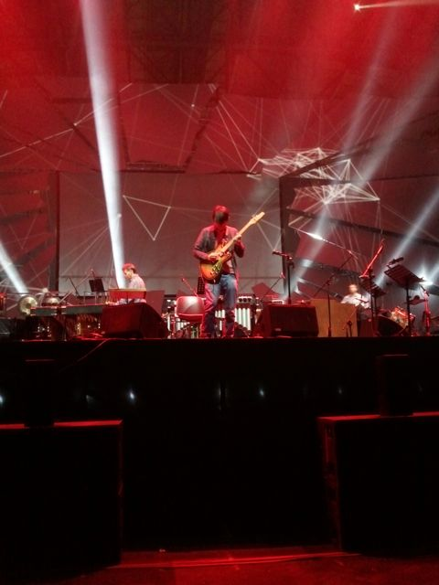 Jonny Greenwood sounchecks Electric Counterpoint